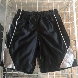 Nike boys shorts size 6